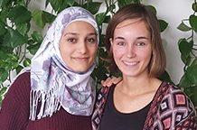 Mounira en Ilse